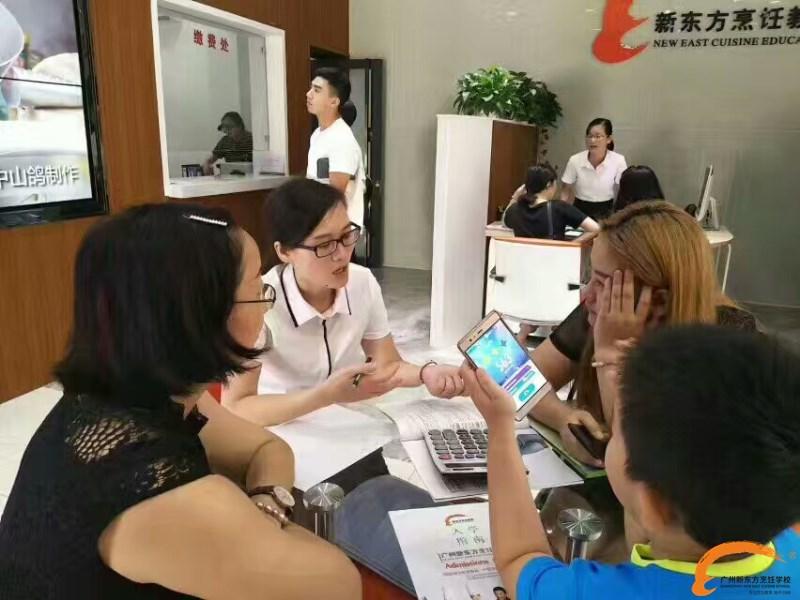 人人人人  广州新东方报到处都是人