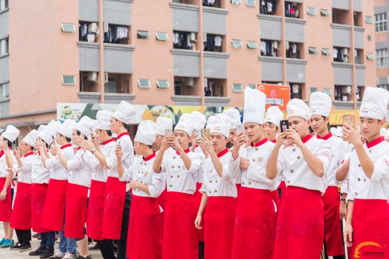 """广州新东方""""同心携手 为梦献爱公益活动""""正式启动"""