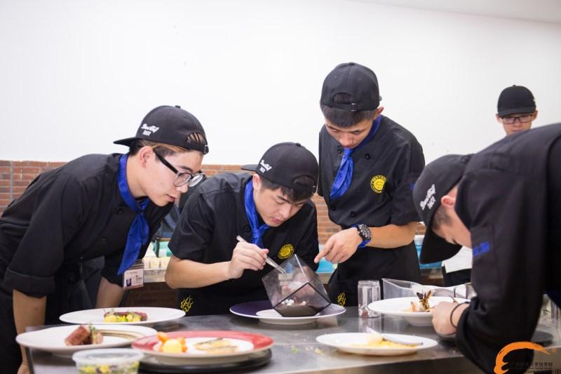 学西餐就业:2017学厨师的待遇怎么样?一个月能拿多少钱?