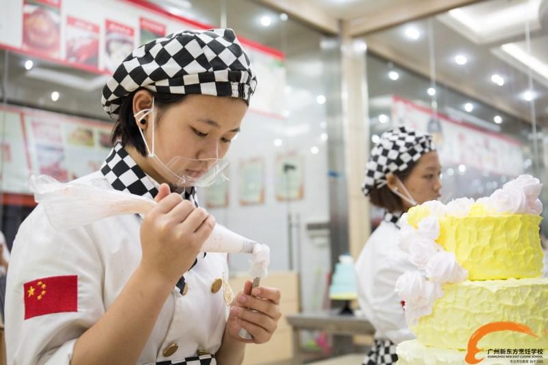 新时代下女生适合学什么技术?学蛋糕面包好吗?